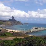 Baía de Santo Antônio com o porto e a Praia do Porto, Fernando de Noronha, Brasil. Author and Copyright Marco Ramerini