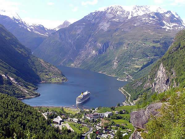 Geirangerfjord, Noruega. Autor e Copyright Marco Ramerini