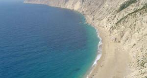 A praia de Platia Amos, Cefalônia, Ilhas Jónicas, Grécia. Author and Copyright Niccolò di Lalla