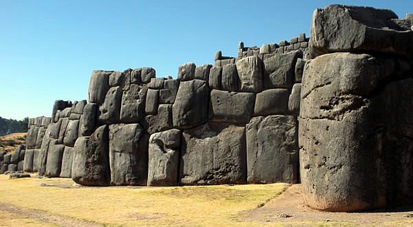 Fortaleza inca de Sacsayhuamán, Cuzco, Peru. Author and Copyright Nello and Nadia Lubrina