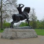 Physical Energy estátua por George Frederick Watts, Kensington Gardens, Londres, Reino Unido. Autor e Copyright Niccolò di Lalla