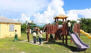 As escorregas, Glintons Primary School, Bahamas. Autor e Copyright Marco Ramerini.