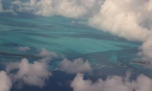 Voando sobre as ilhas Exumas, Bahamas. Autor e Copyright Marco Ramerini