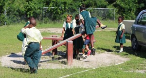 Crianças, Long Island, Bahamas. Autor e Copyright Marco Ramerini