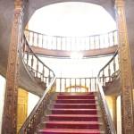 Grande escadaria, Museu do Cristal e da Cerâmica, Teerã, Irã. Autor e Copyright Marco Ramerini.