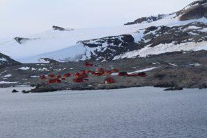 A base argentina de Hope Bay (Bahía Esperanza), Antarctic Sound, Antártida. Autor e Copyright Marco Ramerini