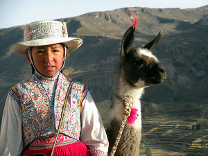 Menina no vestido tradicional, Peru. Author and Copyright Nello and Nadia Lubrina