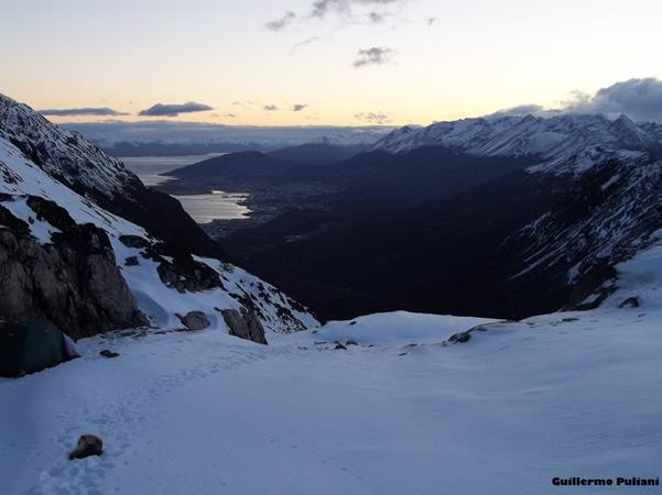Acampando en cerro 5 hermanos, Tierra del Fuego, Argentina. Autor e Copyright Guillermo Puliani