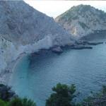 A praia de Aghia Elenis, Cefalônia, Ilhas Jónicas, Grécia. Author and Copyright Niccolò di Lalla