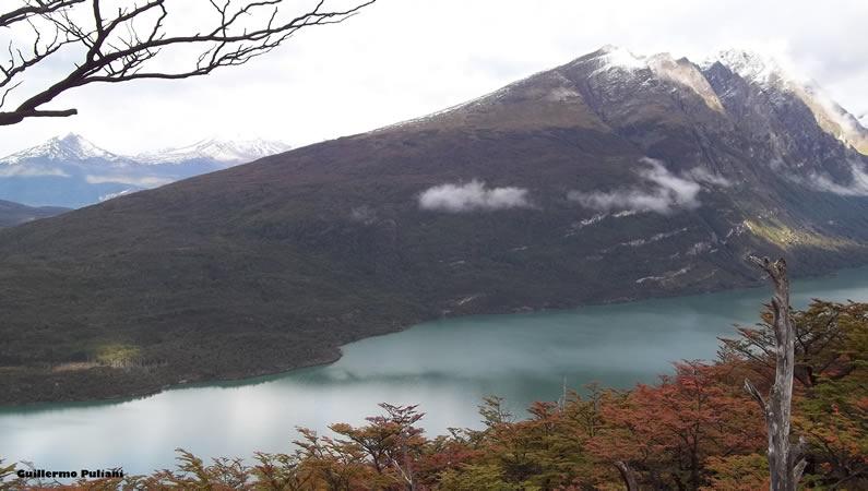 Lago Acigami, de Co. Guanaco, Tierra del Fuego, Argentina. Autor e Copyright Guillermo Puliani