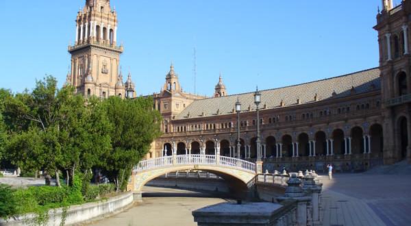 Plaza de España, Sevilha, Andaluzia, Espanha. Author and Copyright Liliana Ramerini...
