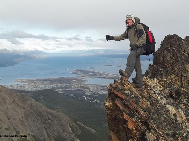 Cumbre Cerro Francisco Seguí, Terra do Fogo, Argentina. Autor e Copyright Guillermo Puliani