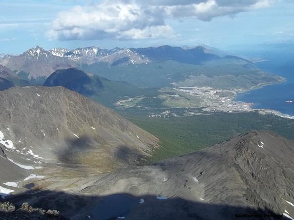 Cumbre Cerro Roy, Terra do Fogo, Argentina. Autor e Copyright Guillermo Puliani