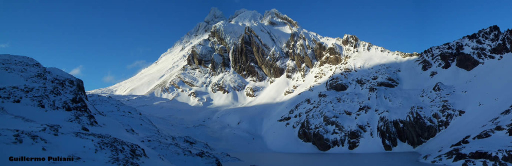 Laguna e Cerro 5 Hermanos, Terra do Fogo, Argentina. Autor e Copyright Guillermo Puliani