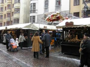 Mercado de Natal em Insbruque, Áustria. Autor e Copyright Liliana Ramerini