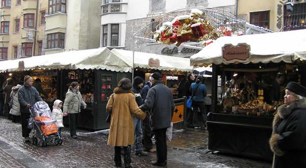 Mercado de Natal em Innsbruck, Áustria. Autor e Copyright Liliana Ramerini