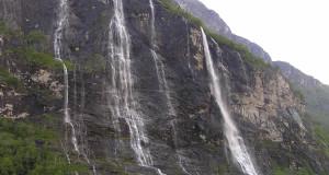 Cachoeira Sete Irmãs (De Syv Sostrene), Geirangerfjord (Geirangerfjord), Noruega. Autor e Copyright Marco Ramerini