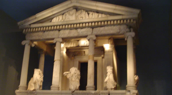 Templo grego, British Museum, Londres, Reino Unido. Autor e Copyright Niccolò di Lalla