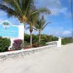 A entrada para o Cape Santa Maria Beach Resort, Long Island, Bahamas. Autor e Copyright Marco Ramerini