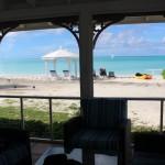 Vista a partir da sala de estar de um Two-Bedroom Beachfront Bungalow, Cape Santa Maria Beach Resort, Long Island, Bahamas. Autor e Copyright Marco Ramerini.