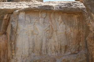 Baixo-relevo da investidura de Ardashir I, Naqsh-e Rajab, Irã. Autor e Copyright Marco Ramerini