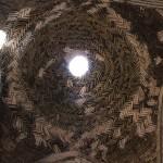 Pequena cúpula de tijolos, Grande Mesquita (Mesquita Jāmeh), Isfahan, Irã. Autor e Copyright Marco Ramerini