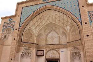 Fachada do Banho público do Sultan Amir Ahmad, Kashan, Irã. Autor e Copyright Marco Ramerini.