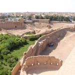 Fosso da Fortaleza Narin Qal'eh, Meybod, Irã. Autor e Copyright Marco Ramerini..