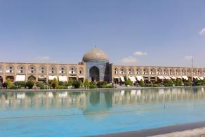 A mesquita do xeique Lotfollah na praça Naqsh-e jahān, Isfahan, Irã. Autor e Copyright Marco Ramerini