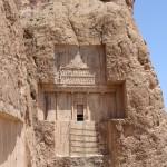 O túmulo de Xerxes I, Naqsh-e Rostam, Irã. Autor e Copyright Marco Ramerini