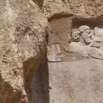 Restos do antigo baixo-relevo elamita, Naqsh-e Rostam, Irã. Autor e Copyright Marco Ramerini.