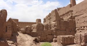 Restos de edifícios, Rayen, Irã. Autor e Copyright Marco Ramerini