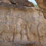 Shapur I, o Grande recebe o anel de realeza por Ahura Mazda, Naqsh-e Rajab, Irã. Autor e Copyright Marco Ramerini.