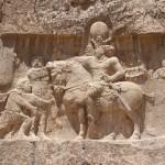 O triunfo de Shapur I, Naqsh-e Rostam, Irã. Autor e Copyright Marco Ramerini