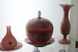 Artigos de vidro, Museu do Cristal e da Cerâmica, Teerã, Irã. Autor e Copyright Marco Ramerini.