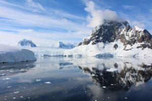 A baía com a geleira, Lemaire Channel, Antártida. Autor e Copyright Marco Ramerini