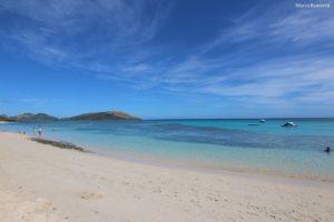 A praia no Blue Lagoon Beach Resort, Nacula, Ilhas Yasawa, Fiji. Autor e Copyright Marco Ramerini