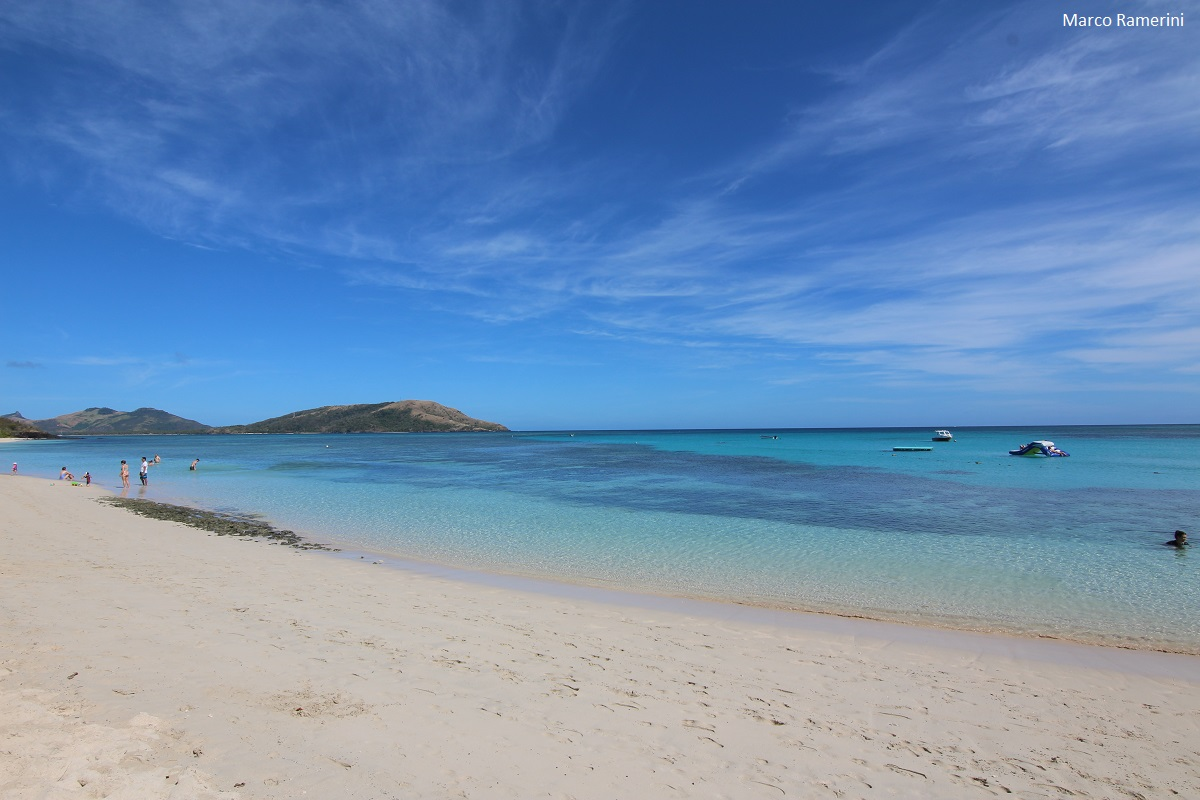 A praia no Paradise Beach Resort, Nacula, Ilhas Yasawa, Fiji. Autor e Copyright Marco Ramerini