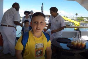 Andrea e Mattia embarcam no Reef Endeavour, Captain Cook Cruise, Fiji. Autor e Copyright Marco Ramerini
