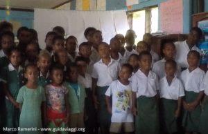 Crianças, Ratu Namasi Memorial School, Nabukeru, Yasawa, Fiji. Autor e copyright Marco Ramerini