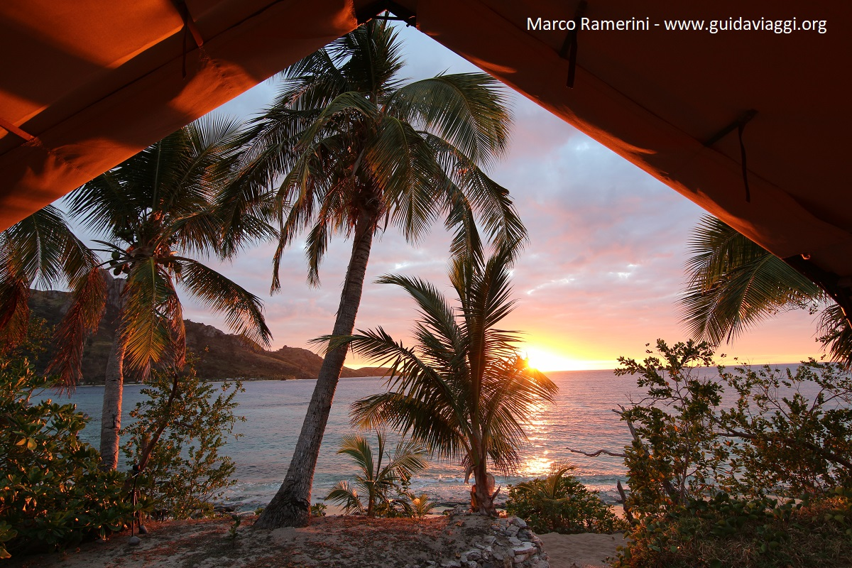 Amanhecer, Kuata, Ilhas Yasawa, Fiji. Autor e Copyright Marco Ramerini