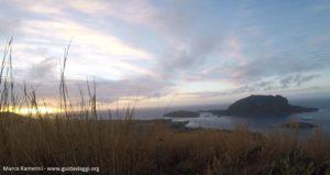 Amanhecer do Monte Tamasua, Nabukeru, Yasawa, Fiji. Autor e copyright Marco Ramerini.