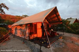 Tendas de safari, Kuata, Ilhas Yasawa, Fiji. Autor e Copyright Marco Ramerini