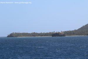 O ilhéu de Sivia, no extremo sul da ilha de Yasawa, Yasawa, Fiji. Autor e copyright Marco Ramerini.