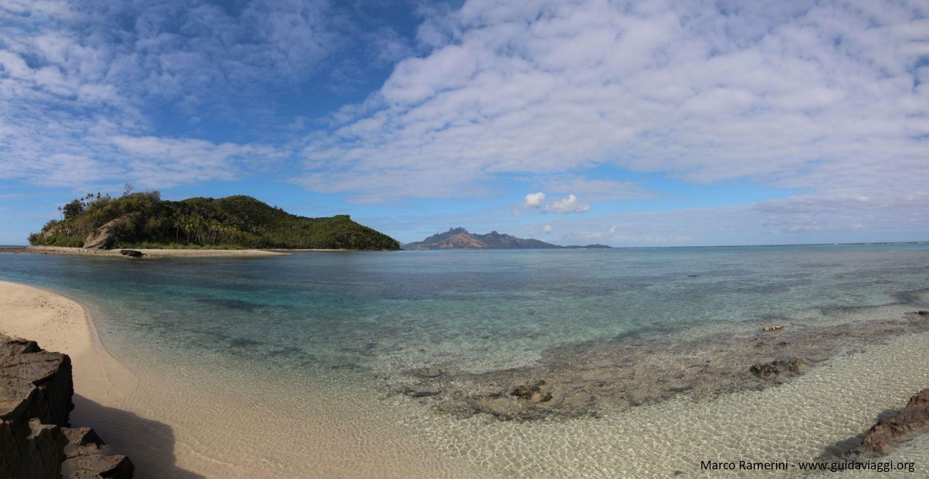 Visão geral da lagoa Narara vista de Naukacuvu, Ilhas Yasawa, Fiji. Autor e Copyright Marco Ramerini