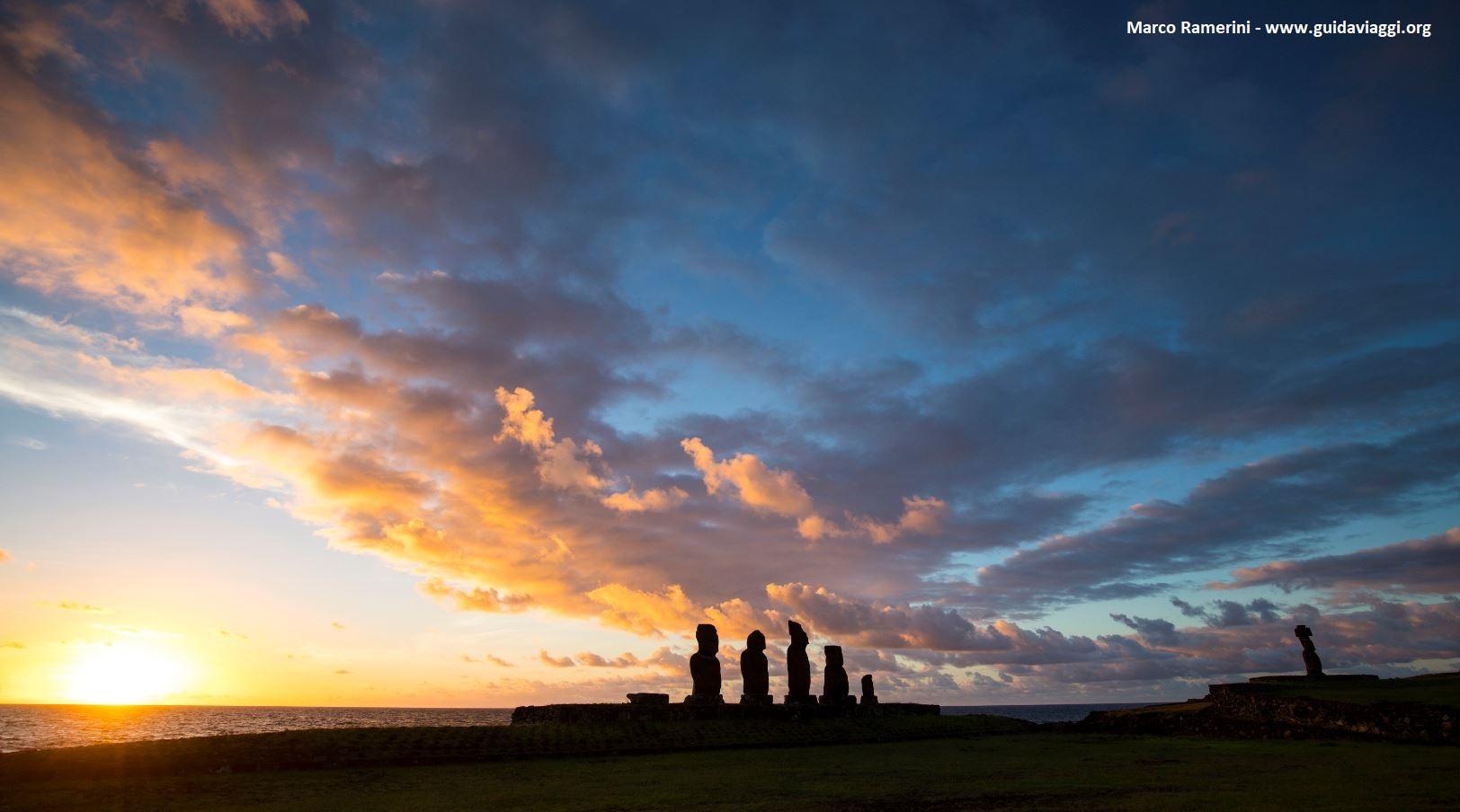 Ahu Tahai, Ilha de Páscoa, Chile. Autor e Copyright Marco Ramerini
