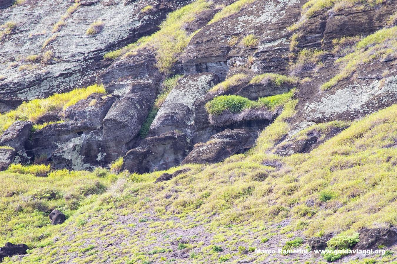 Cratera do Rano Raraku, Ilha de Páscoa, Chile. Autor e Copyright Marco Ramerini.