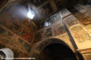 O interior do Convento de Bodbe, Sighnaghi, Geórgia. Autor e Copyright Marco Ramerini