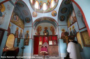 Interior da igreja, Shenakho, Tusheti, Geórgia. Autor e Copyright Marco Ramerini