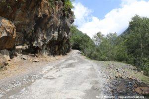O caminho para o Passo Abano, na Geórgia. Autor e Copyright Marco Ramerini
